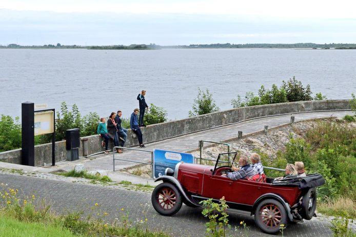 Een oldtimer bij het Lauwersmeer.