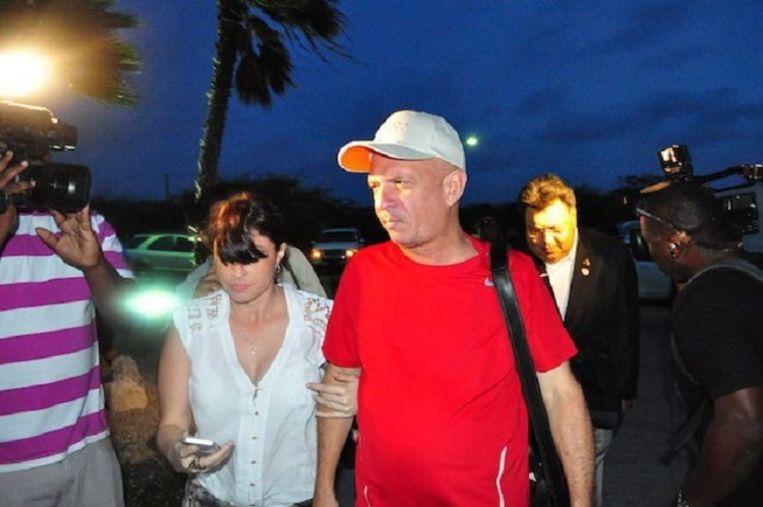 Hugo Carvajal zondagavond op het vliegveld van Oranjestad Beeld ANP
