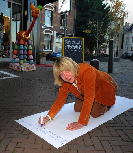 Winkelend publiek moet Voorstraat helpen aan langste straatgedicht ooit