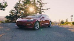 VIDEO. Waarom Tesla's 'goedkoper' Model 3 nog altijd 30.000 euro kost
