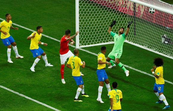 Liefst zes Braziliaanse veldspelers in de zestien, maar de enige Zwitser kon wel scoren op een hoekschop.