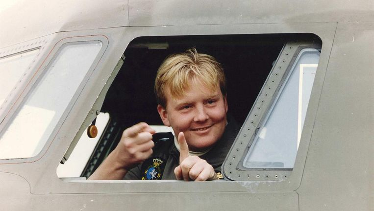 Kapitein Willem-Alexander op vliegbasis Eindhoven in een Fokker F-27. Beeld anp