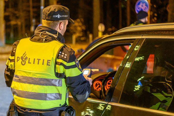 Bij twee verkeerscontroles in Hoogerheide zijn vier aanhoudingen gepleegd.
