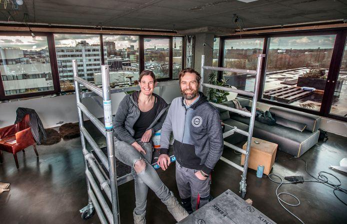 Het penthouse in een voormalig kantoorpand van Marion Duimel en haar vriend Sjoerd van Steijn.