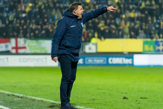 John Stegeman ontving tegen Fortuna Sittard zijn derde gele kaart van het seizoen voor commentaar op de arbitrage. Bij een volgende prent wordt de trainer van PEC automatisch geschorst voor de volgende wedstrijd.