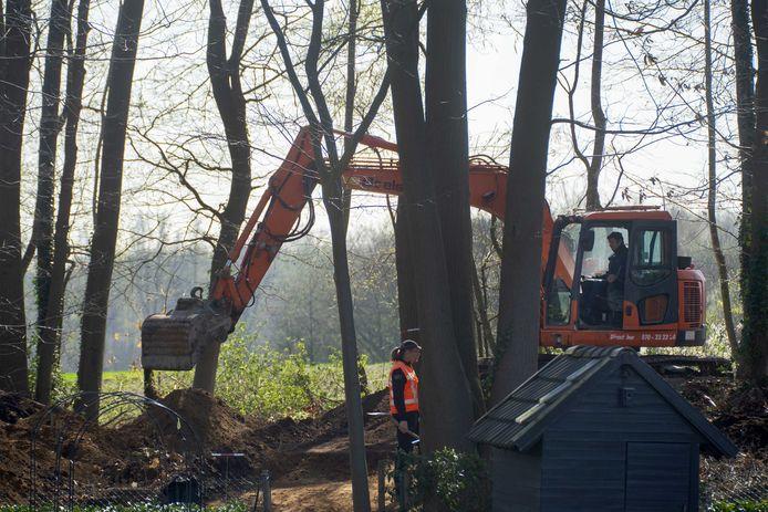 De politie is in Limburg begonnen met een zoekactie in de zaak van de verdwijning van Marjo Winkens.