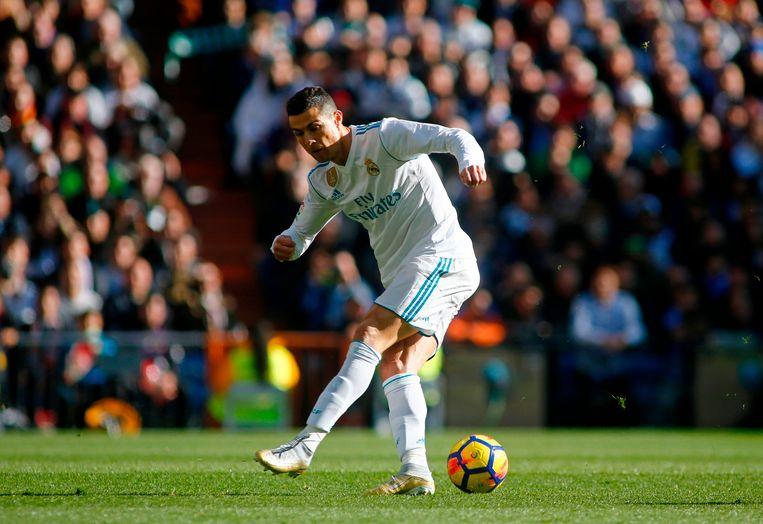 Oeps! Ronaldo trapt een gat in de lucht bij een goeie kans op aangeven van Kroos.