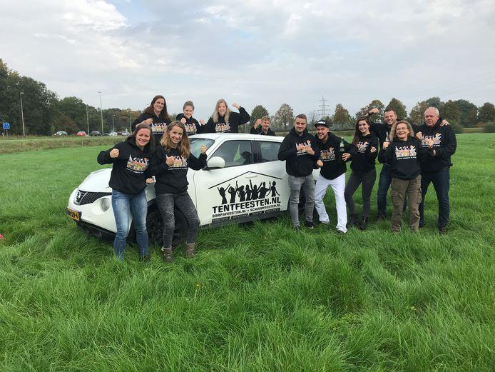 Een deel van de organisatie op de plek van het Hakunama Tentfeest, dat op 4 april 2020 wordt gehouden op de grens tussen Zutphen en Warnsveld.