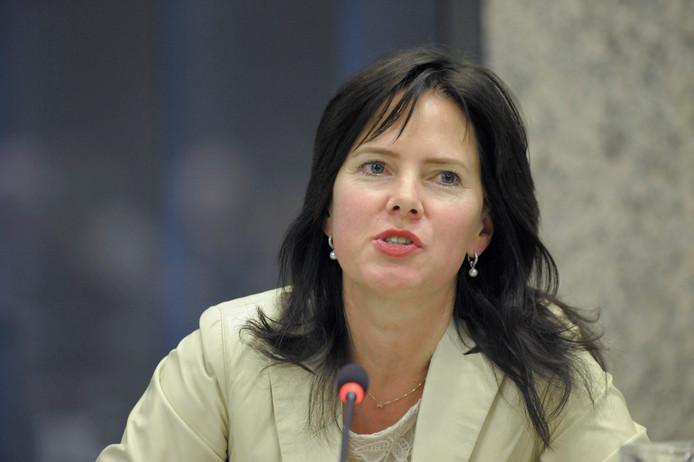 Als kandidaat-bewindspersoon voor kabinet Rutte III wordt Cora van Nieuwenhuizen genoemd.
