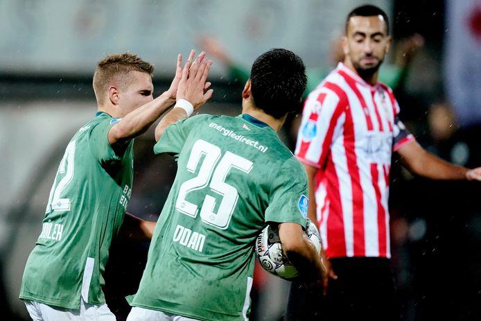 Sadílek nam de 1-1 van PSV voor zijn rekening.