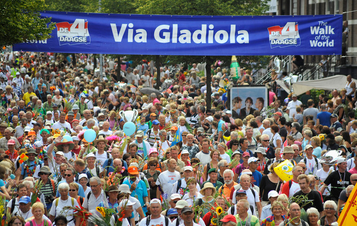 Intocht op de Via Gladiola.