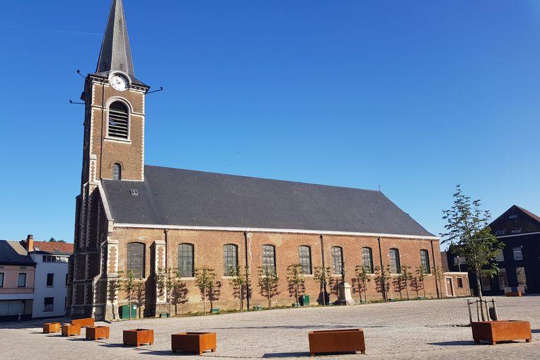 Fietsers kunnen nu veiliger langs de Sint-Genesiuskerk rijden.