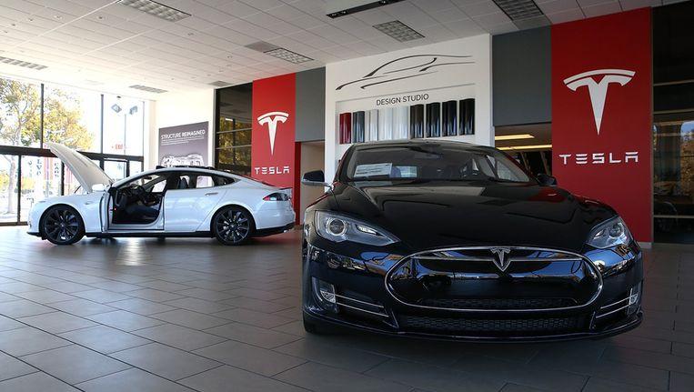 Twee Tesla Model S auto's. Beeld afp