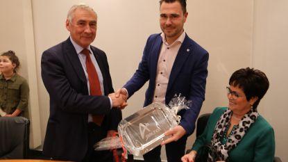 """Zoon huldigt ereburgemeester Erné De Blaere: """"Kroon op eerste jaar als schepen"""""""