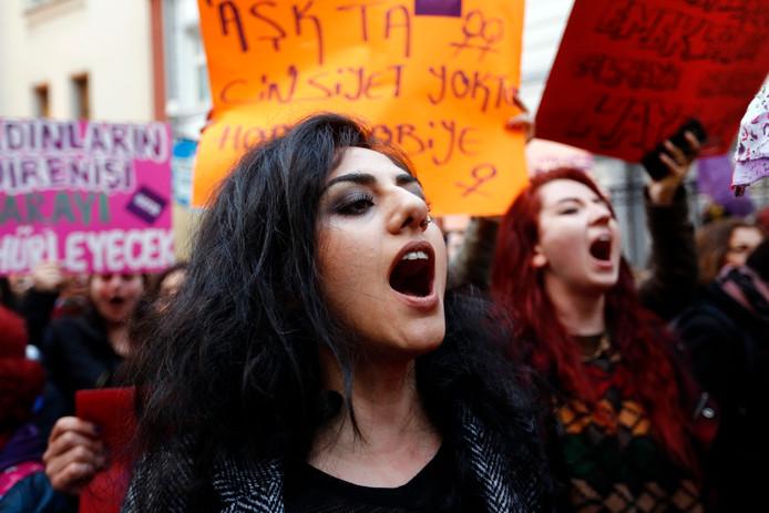 Ook in Istanboel gingen demonstranten de straat op.