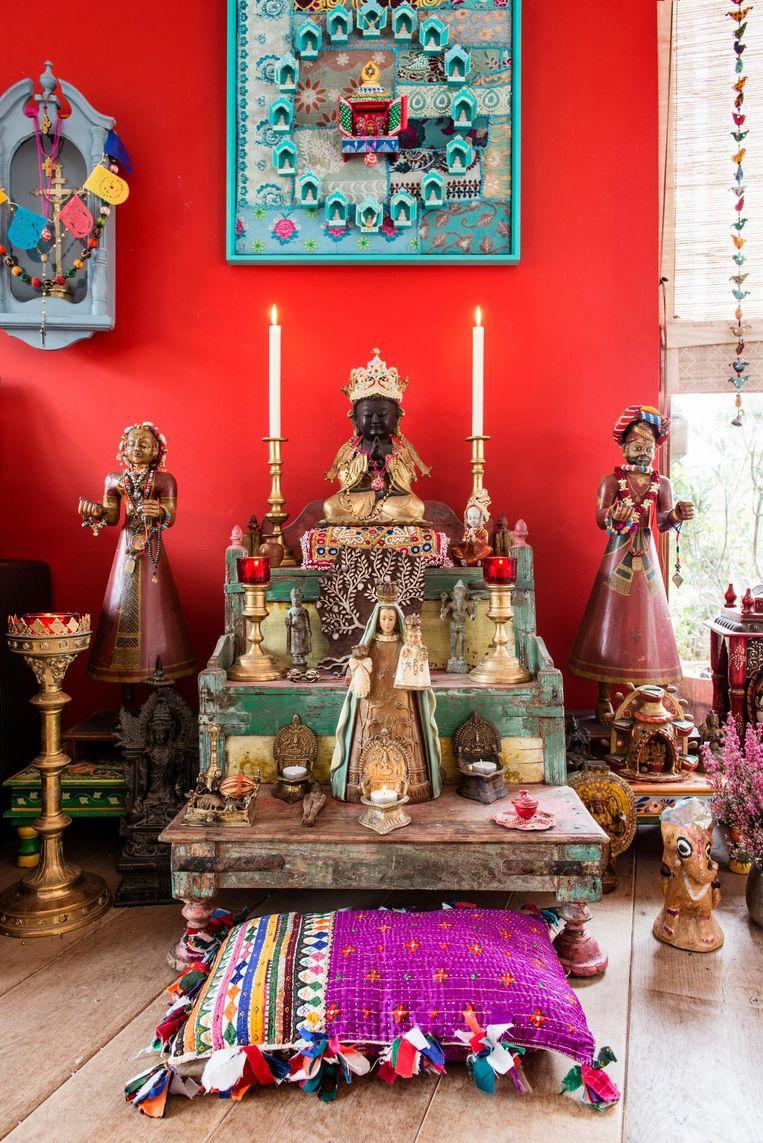 Subash Taneja: 'Het altaar is een kleine verbeelding van de verhalen uit mijn geboorteland.' Beeld Neeltje de Vries