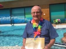Frans (76) trekt al 50 jaar lang baantjes in Tilburg en is niet van plan daarmee op te houden