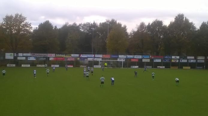 Beeld uit de wedstrijd tussen Gramsbergen en Noordscheschut.