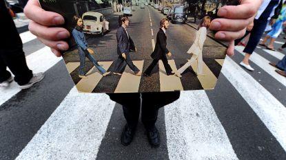 Beroemde zebrapad op Abbey Road krijgt eindelijk nieuw likje verf