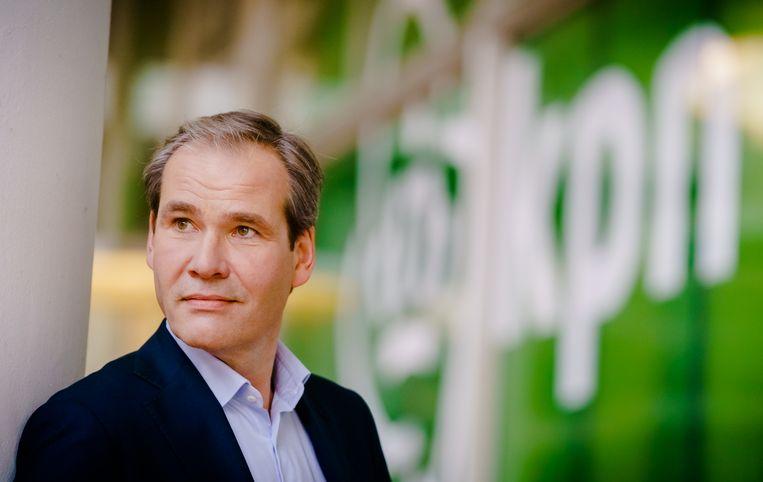 Joost Farwerck. De nieuwe KPN-topman met 26 jaar ervaring in het telecomconcern strijkt met de hand over het hart en laat Xs4all als merk bestaan. Beeld ANP