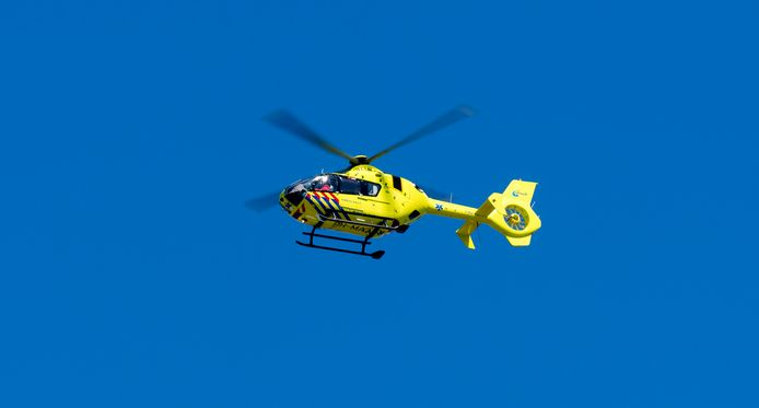 Bestuurder overlijdt bij ongeval in Goirle, passagier zwaargewond naar ziekenhuis.