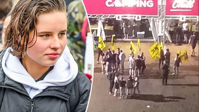 Groepje actievoerders verzamelt voor camping Pukkelpop met leeuwenvlaggen