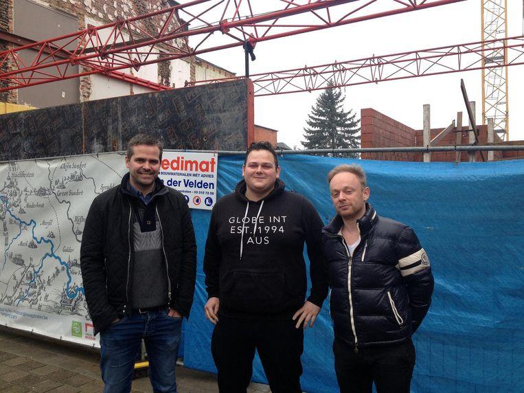 De samenwerkende cafébazen: Ben Van Den Zegel, Le Cirq, Maarten Aerts, frituur de Roma, en Hans Van Den Broeck, De Jachthoorn, voor de bouwwerf.