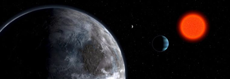 Op deze illustratie is links de nieuw ontdekte planeet te zien, naast de rode dwergster (rechts) waar de planeet omheen draait. (AP) Beeld
