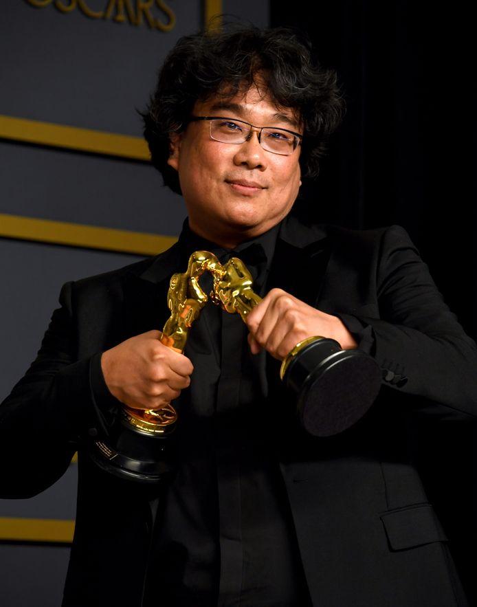 Bong Joon Ho met zijn Oscar voor 'Beste Regie', dankzij 'Parasite'.