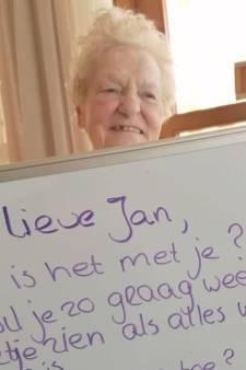 Berichtjes van verpleeghuisbewoners in isolatie: 'We hopen dat het goed blijft gaan, oma mist jullie'