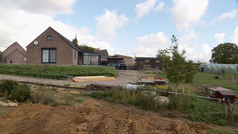 Een neef van de overleden vrouw en haar partner was voor hen een nieuwbouw aan het bouwen, vlak naast het huis waarin ze al 15 jaar woonden.