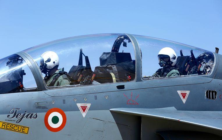 Een Indiase Tejas-gevechtsjager op een wapenbeurs vorige week op een wapenbeurs in Bangalore. Dit toestel werd door India ontwikkeld om de oude Russische MiG-21's te vervangen. Beeld EPA