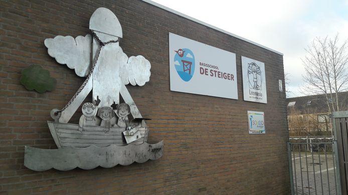 Basisschool De Steiger in de Terneuzense Rivierenbuurt, ontstaan na een fusie van drie scholen, krijgt nieuwbouw, waarschijnlijk gereed in 2023.