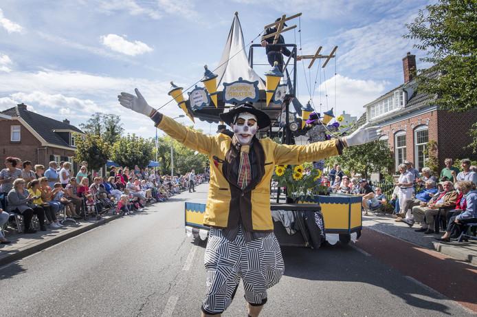 De grote optocht van zondag blijft, ondanks een vernieuwd programma, dé publiekstrekker van het Dorpsfeest in Markelo.