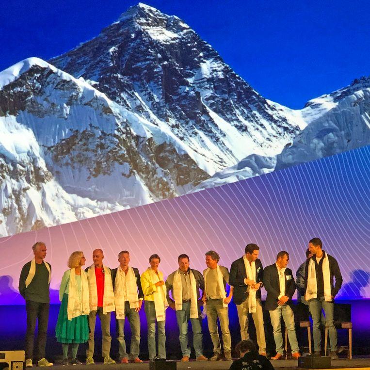 Tien Everestbeklimmers bijeen. Beeld Toine Heijmans