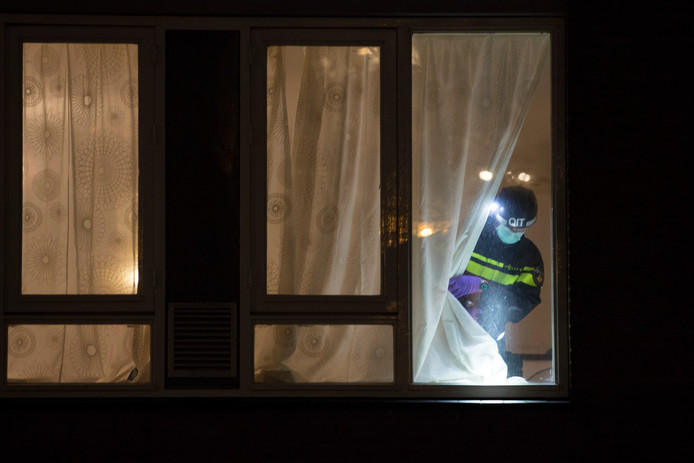 Forensische dienst aan het werk in de woning waar Gökmen Tanış werd aangehouden.