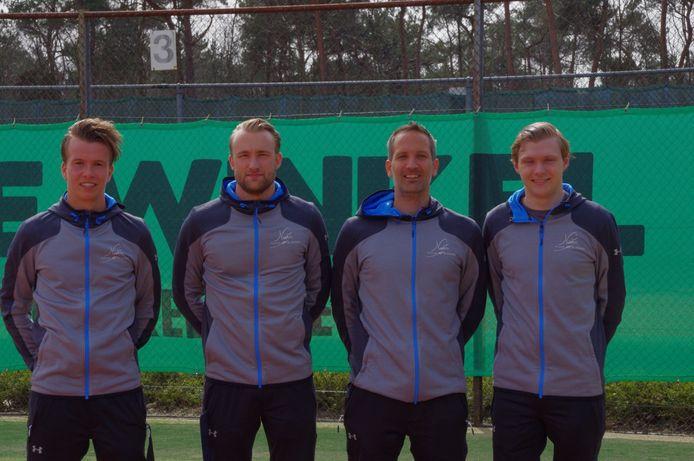 Het tennisteam van TOZ Oss dat uitkomt in de topklasse. Vlnr: Jeroen Reijnen, Joery Jansen, Thijs Gielis, Patrick Hermans
