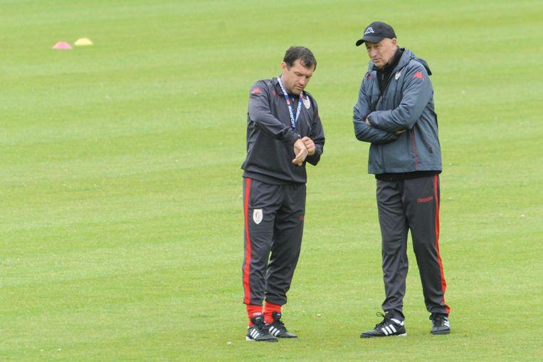 Terwijl binnen Duchâtelet zijn vertrek aankondigde leidde coach Slavoljub Muslin buiten de training