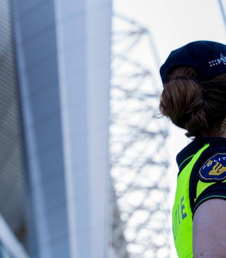 Vrouw uit Hall breekt pink agent, vernielt politiebusje en bedreigt hulpverleners, maar hoeft niet de cel in