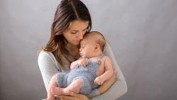 Laat je baby maar huilen, en borstvoeding is overroepen: dit boek haalt alle opvoedingsmythes onderuit