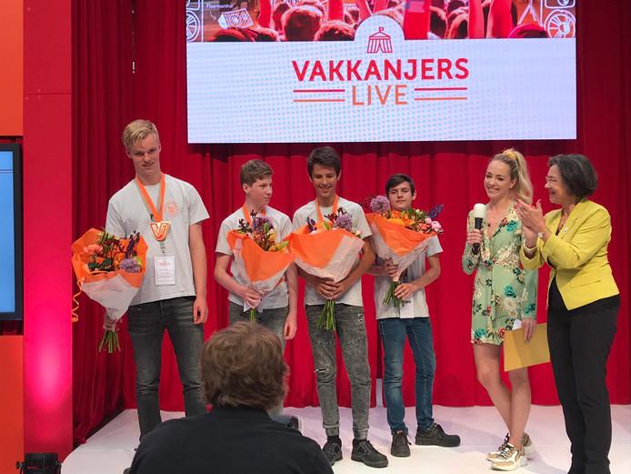 Derde prijs voor de vier leerlingen van het Kalsbeek College