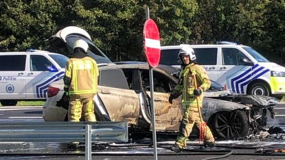 Auto vliegt in brand aan afrit Borgerhout