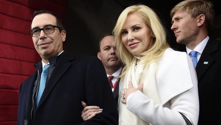 Minister van Financiën Steve Mnuchin en zijn vrouw Louise Linton. Beeld ap