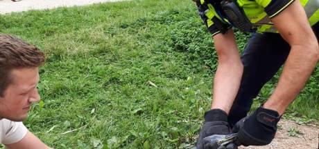 Hulpdiensten in actie voor verstrikte reiger in Lelystad