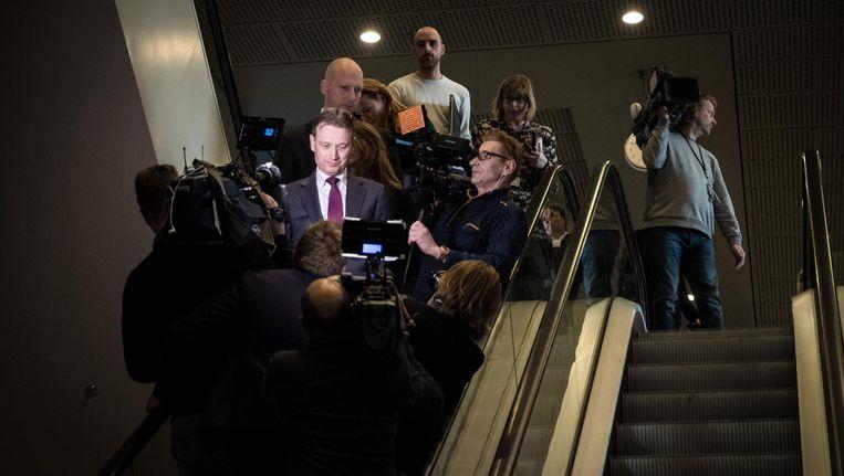 Halbe Zijlstra verlaat de Tweede Kamer na het afleggen van een verklaring waarin hij zijn aftreden bekendmaakte Beeld ANP