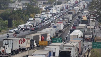 Wegblokkades in Brazilië leggen land lam, president schakelt leger in