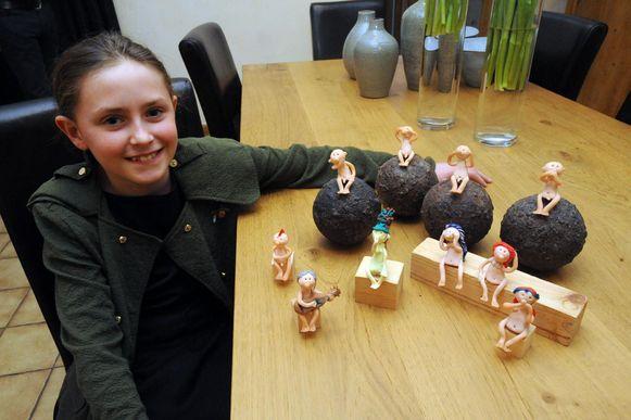 Ruhne Nys (10) maakt zelf deze kleine beeldjes.