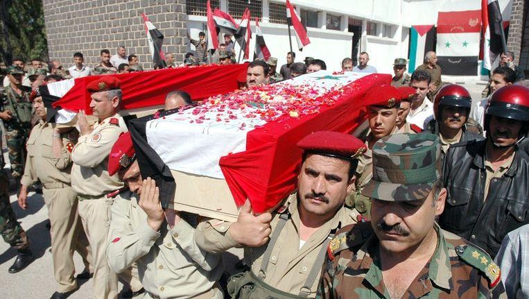 De begrafenis van vier politiemensen in Damascus op zaterdag. Beeld epa