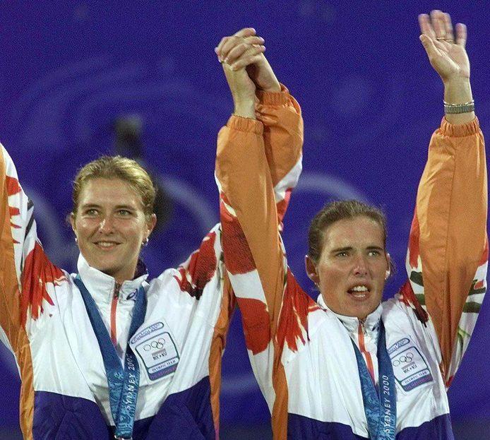 Tennisster Kristie Boogert (links) won op de Olympische Spelen van 2000 in Sydney met Miriam Oremans zilver in het vrouwendubbel. De Amerikaanse zusjes Williams waren in de finale met 6-1, 6-1 te sterk. Boogert vindt het 20 jaar later nog altijd 'mooi zilver'.