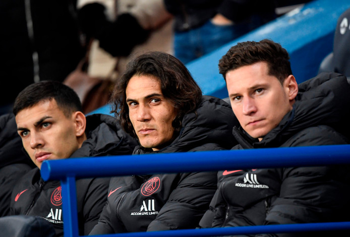 Edinson Cavani naast Leandro Paredes (l) en Julian Draxler.